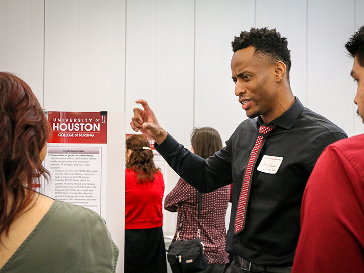 MSN student presenting his poster at the 2019 Spring Nursing Forum